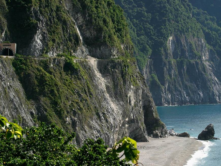 Day 1: Pass by Qingshui Cliff on the famous Suhua Highway coastal road